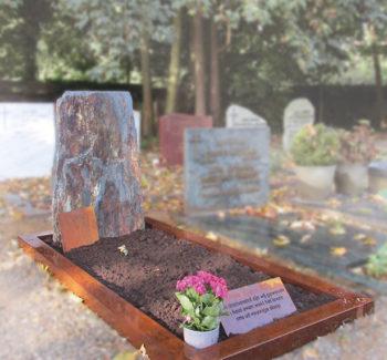 Ruwe grafsteen R133