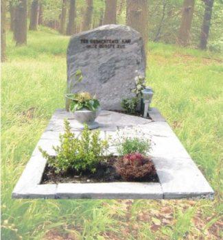 Ruwe natuursteen grafsteen R28